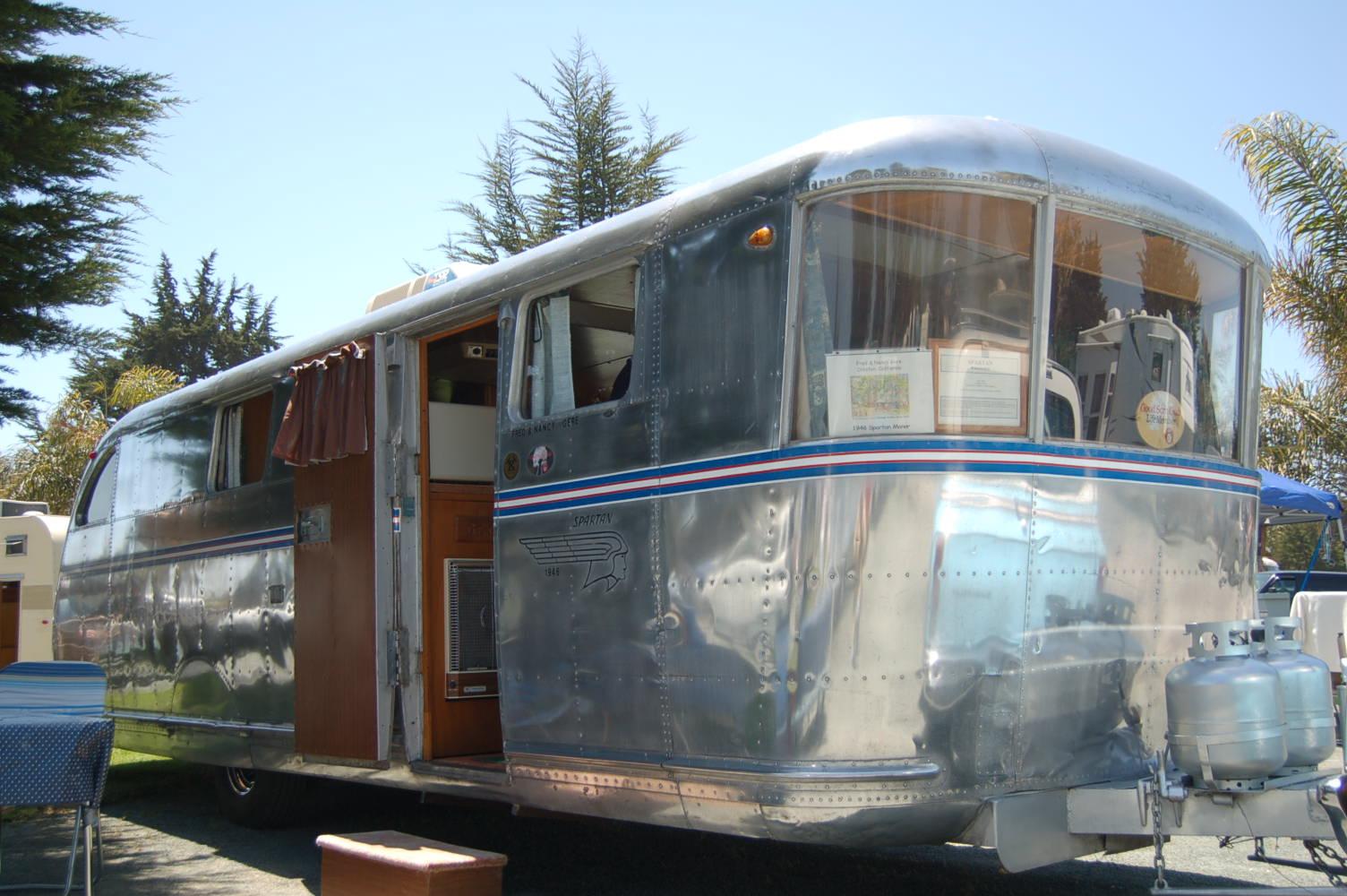 Wrap around front windows on vintage 1946 spartan manor travel trailer