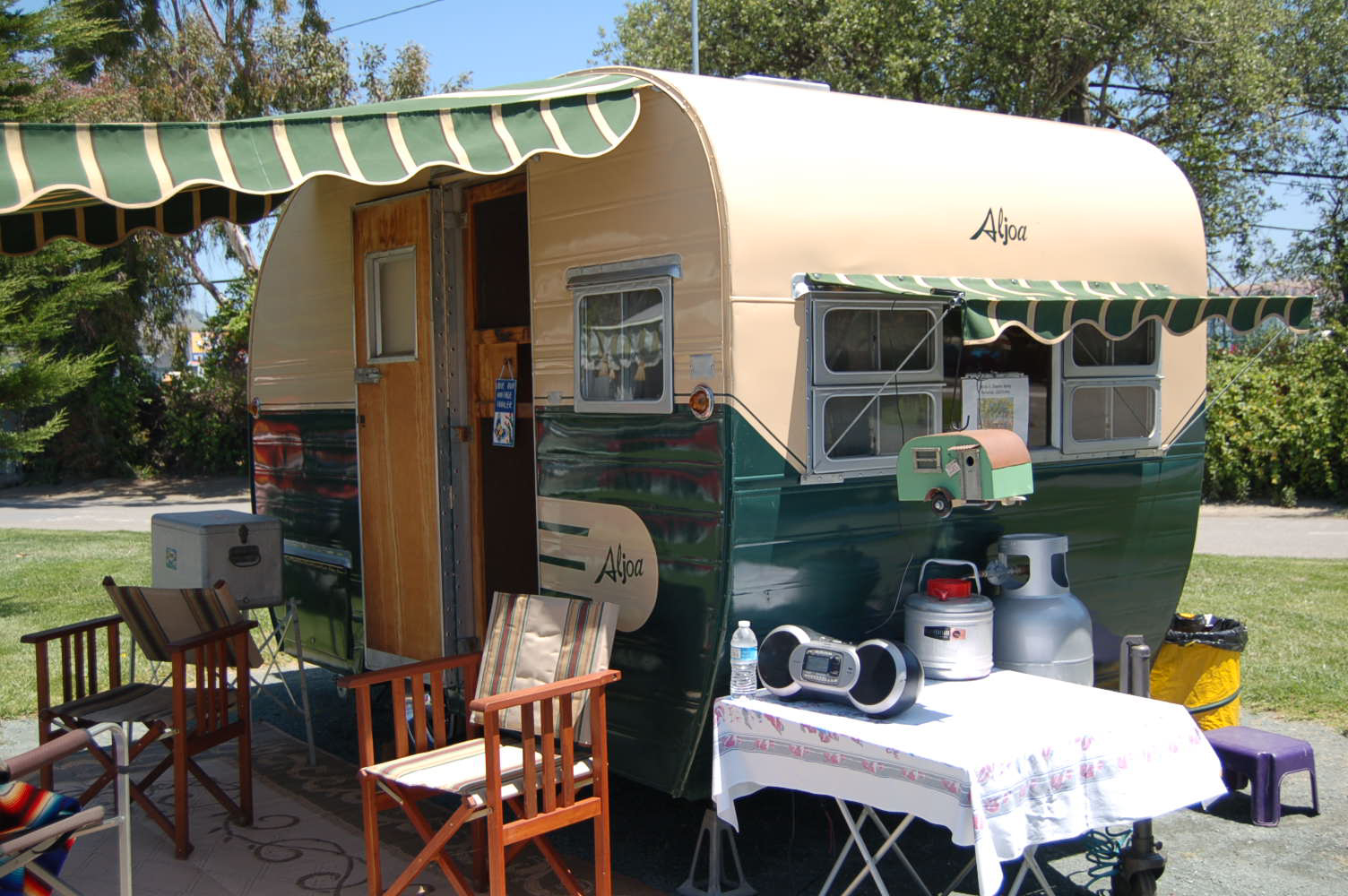 Caravans Coffee Shop For Sale