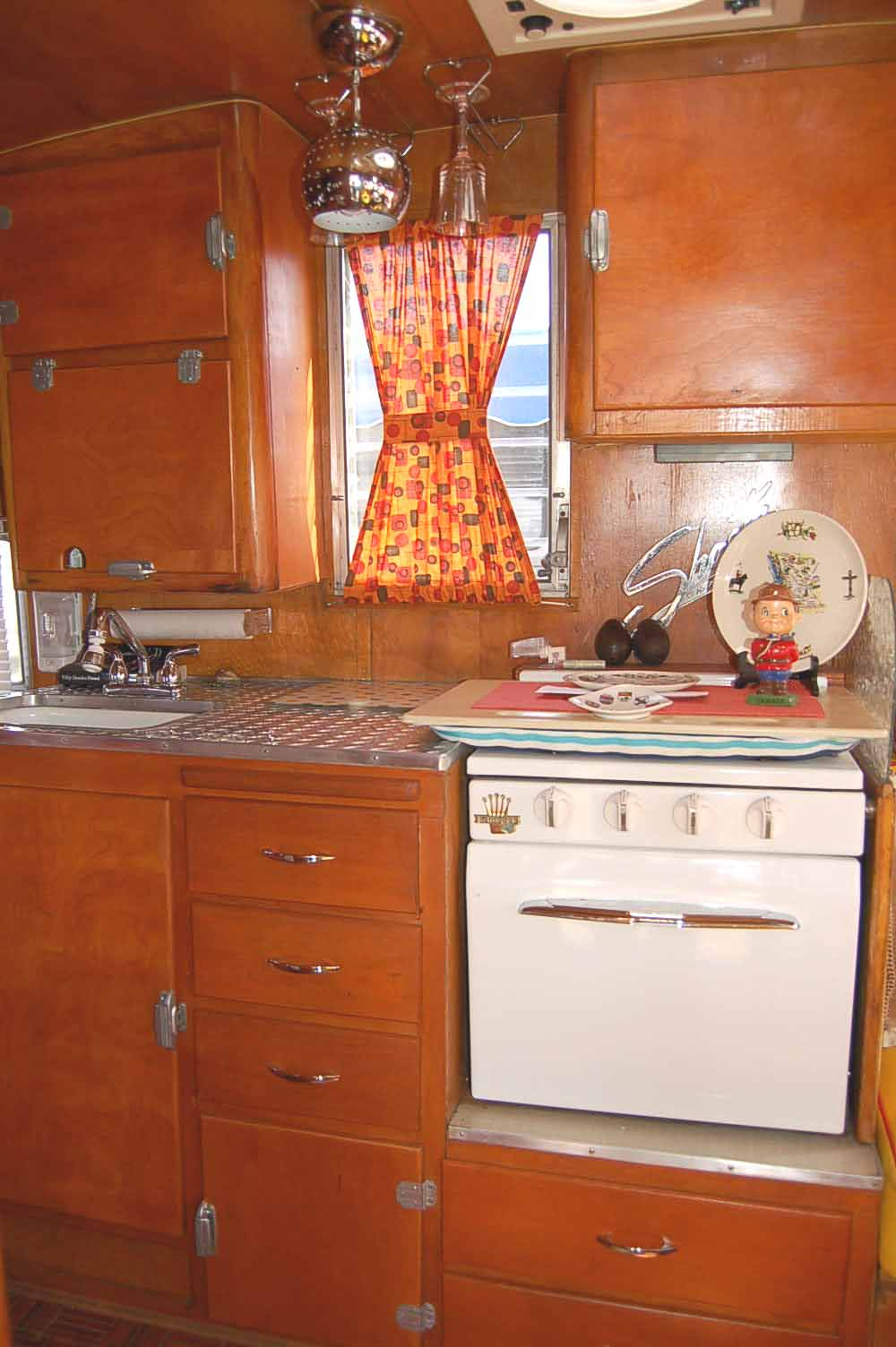 vintage shasta trailer interiors from. Black Bedroom Furniture Sets. Home Design Ideas