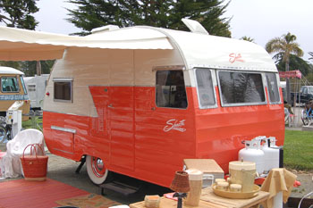 Original dimensions, features and specifications for the Shasta 1400 Vintage Trailer