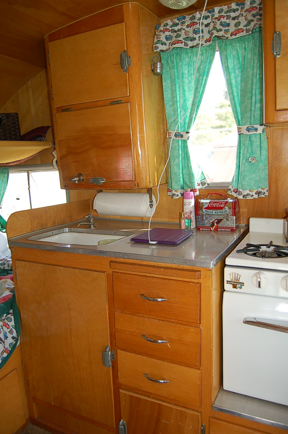 Vintage Shasta Trailer Interiors, from OldTrailercom