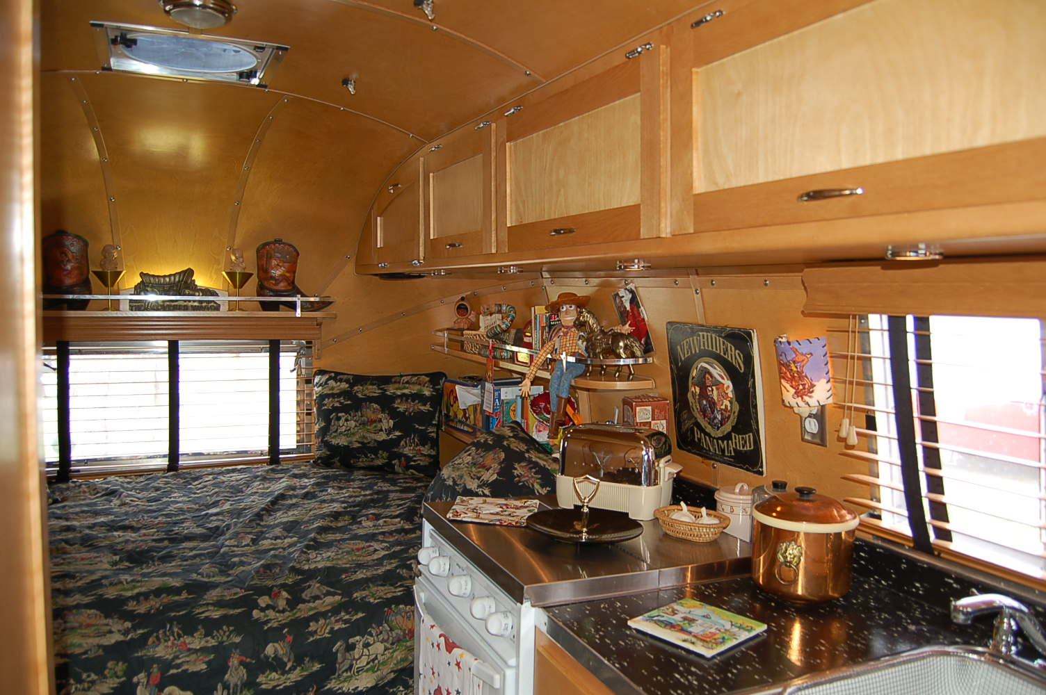 Superb Vintage 1961 Airstream Globetrotter With Very Fine Wood Ceiling Cabinetry