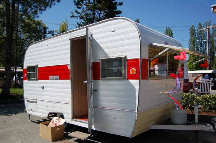 This classic 1966 Aladdin Magic Carpet trailer has a cheerful red and white paint job