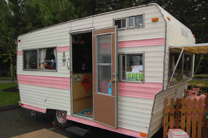 vintage Aladdin Trailer painted pink and white