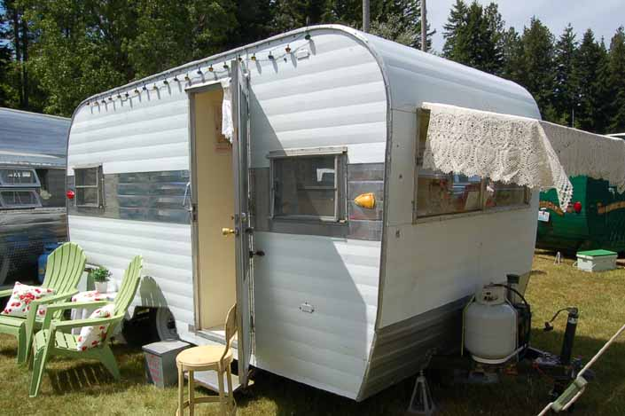 Photo of a clean vintage Aladdin Travel Trailer at the Vintage Trailer Rally in Roslyn, Washington State